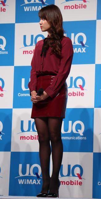 UQコミュニケーションズ「2016秋冬UQ発表会」に登壇した深田恭子(2016年10月24日)