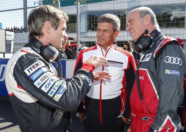 トヨタ、ポルシェの首脳と話す、アウディのウルリッヒ氏(右)。
