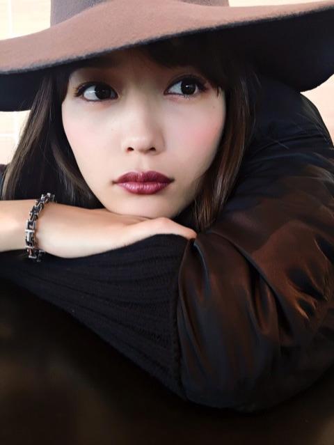 川口春奈、大人の雰囲気を醸し出す写真を公開