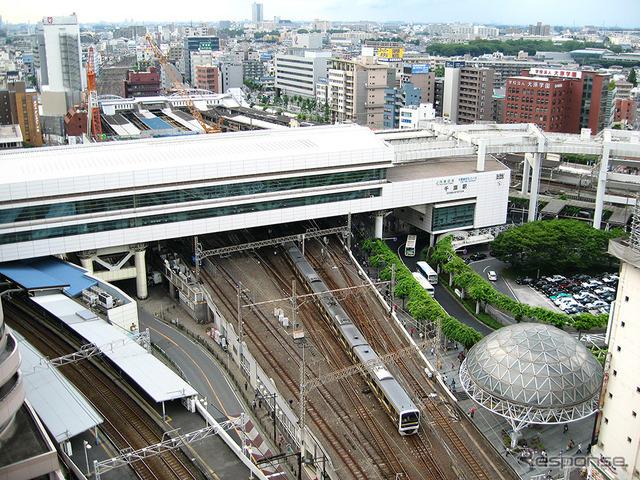 千葉駅(2013年、左上が東京方面)
