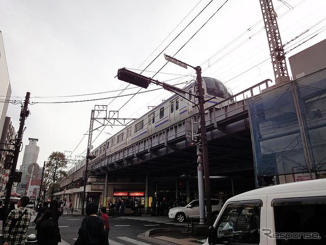 外房線の線路と電車(2016年11月)