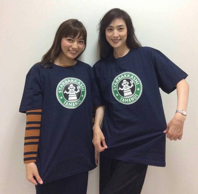 天海祐希と川口春奈、笑顔の母娘ショット公開