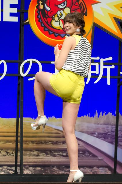 『モンスターストライク THE MOVIE はじまりの場所へ』完成披露&ヒット祈願イベントに登壇した稲村亜美(2016年11月24日)
