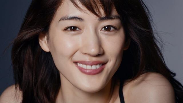綾瀬はるか、SK-II新CMで大人の魅力…オールブラックの衣装で登場