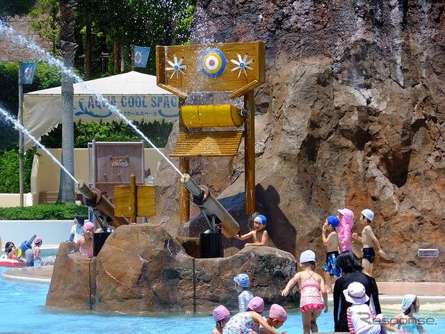 """鈴鹿サーキットに隣接する遊園地「モートピア」。その中のアドベンチャープールに新し鈴鹿サーキットの複合大型プール「アクア・アドベンチャー」が7月2日から本格稼働。夏休み期間中は、""""びしょ濡れ家族""""たちでにぎわう"""
