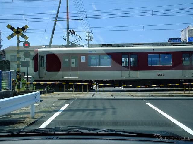 鈴鹿サーキットの最寄り駅のひとつ、白子駅と近鉄電車