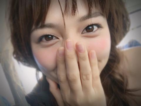 川口春奈、可愛すぎる編みこみスタイルを披露