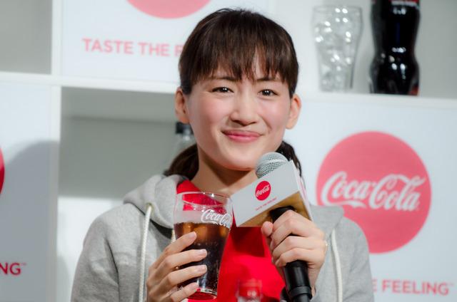 綾瀬はるかが『2017年 コカ・コーラ新キャンペーン発表会』に登壇(2017年1月9日)