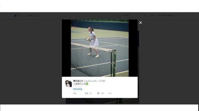 モデル・舞川あいく、美しすぎる腹筋披露…キックボクシングやテニスに挑戦