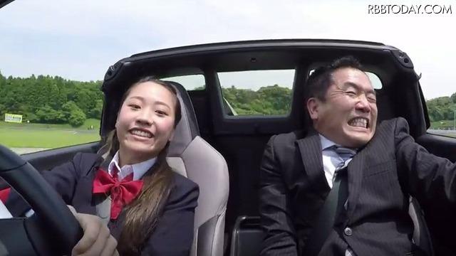 【動画】女子高生のドライビングテクに、スタッフもたじたじ……
