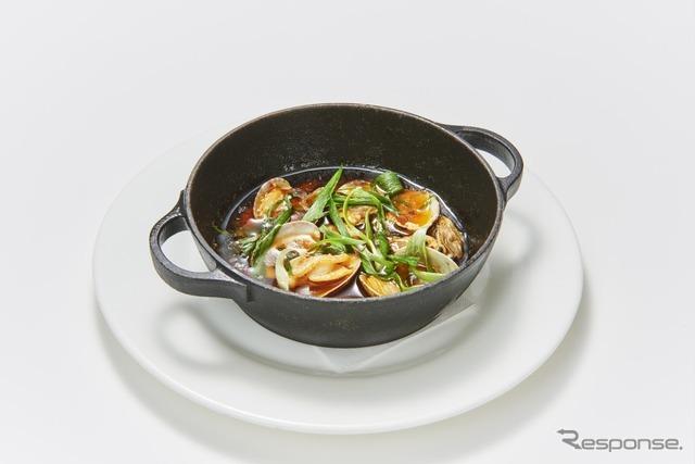 """20 牡蠣と浅利の""""辛アヒージョ""""(Gigas Seafood Bar)"""