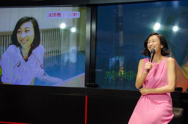 J:COMテレビのリオデジャネイロ五輪放送でMCを務める浅田舞(2016年7月21日)