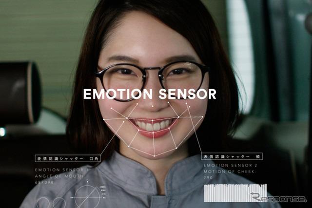 シャッターは「エモーションセンサー」で自動にオン