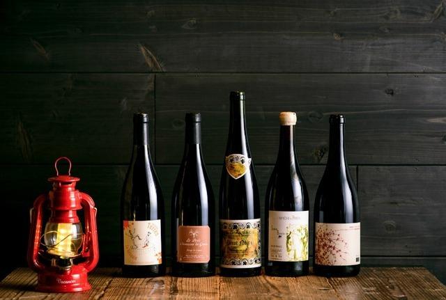 「アルザス リースリング 14 ガングラジェ」、「パタポン・シャペル '12 ブリゾー」など、ナチュラルワインを中心としたワインをラインナップ。