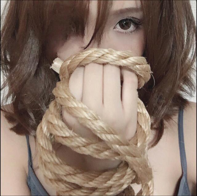 ざわちんが神業披露!「浜崎あゆみジャケ写風ものまねメイク」公開
