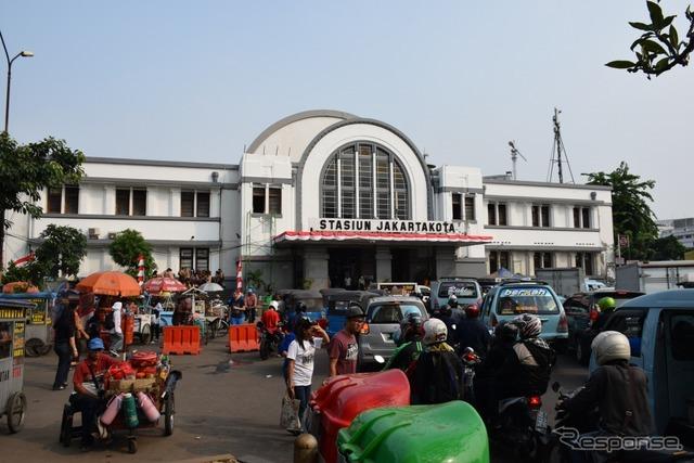 ジャカルタコタ駅前