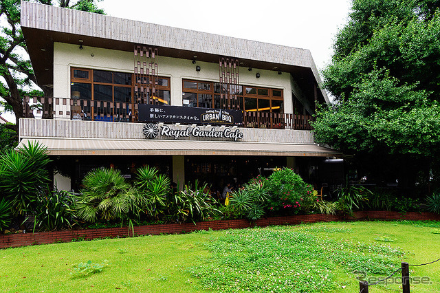 神宮外苑いちょう並木の一角、「ロイヤルガーデンカフェ青山店」に期間限定(6月23日~7月24日)で展開する「URBAN BBQ cafe」。アメリカ都市部でブームのBBQが楽しめる