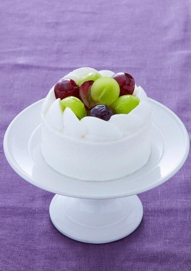 「ショートケーキ ぶどう」(直径 9cm 2,052 円。販売期間:8月24日(水)~10月31日(月)まで。※旬の美味しいぶどうを使用するため、期間中にシャインマスカット1種類のみに変更となる)