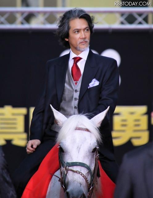 加藤雅也はレッドカーペットを馬に乗って登場 (C)2016『真田十勇士』製作委員会