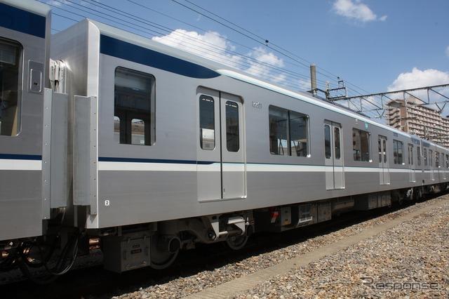 車両は従来より2m長くなり約20mに。ドアの数も片側4ドアに統一される。