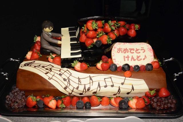 山崎賢人の22歳を祝うバースデーケーキ/映画『四月は君の嘘』公開直前イベント