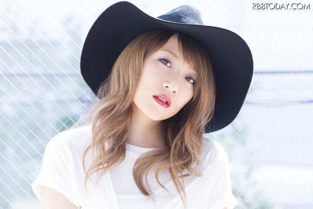 高橋みなみ、大人の女性の魅力たっぷり!1stソロアルバムのジャケット公開!