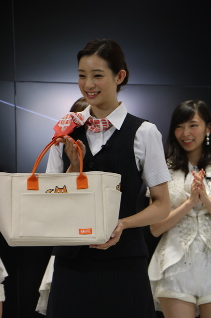 auのiPhone7発売記念イベントにSKE48の5人が登壇(2016年9月16日)